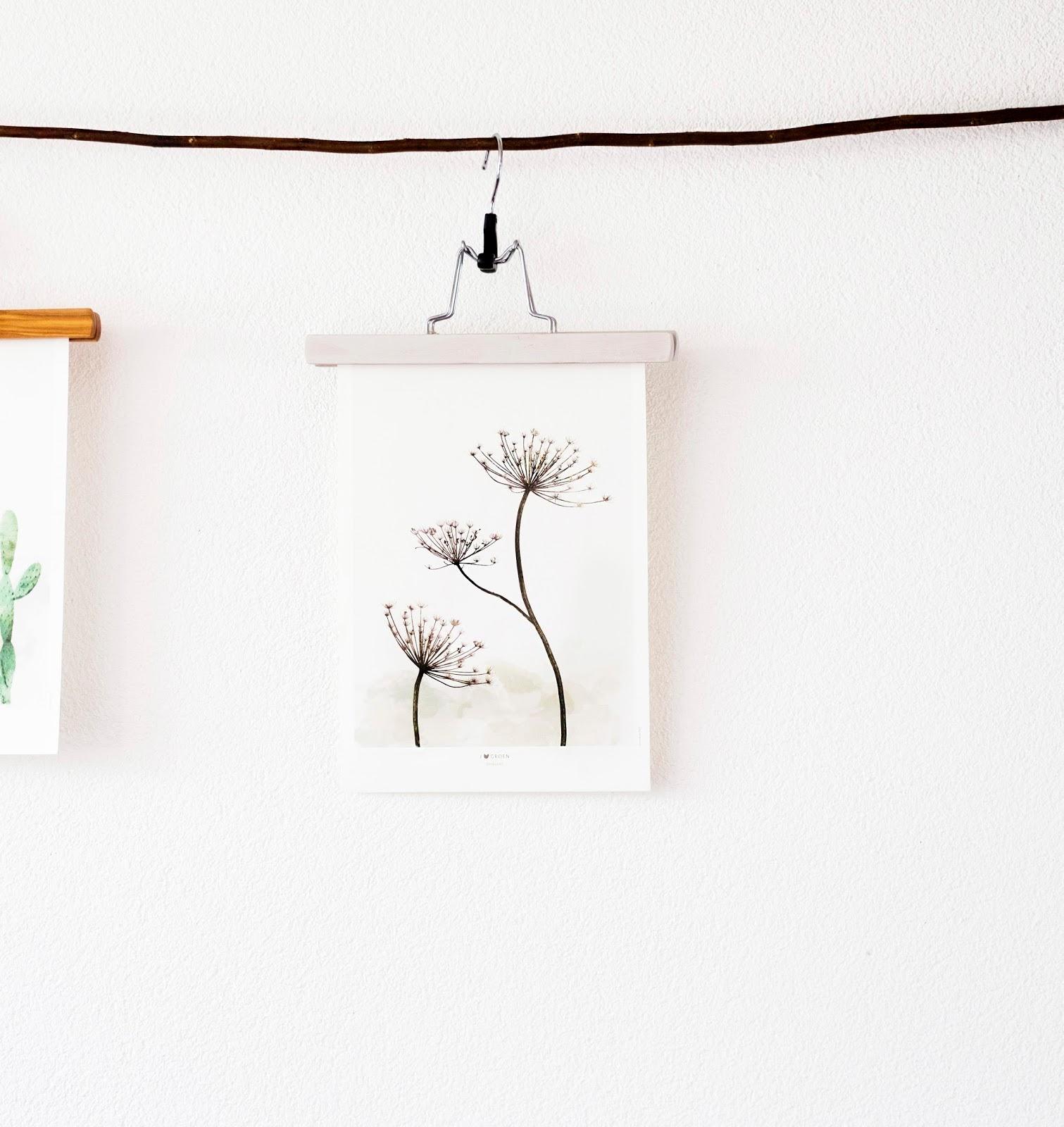 Met een kledinghanger voor een broek kun je hele mooie posters ophangen.