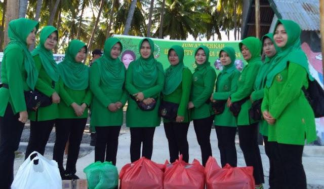 Pengurus Persit KCK TNI Kodim 1415, Selayar Berbagi Dengan Kaum Dhuafa