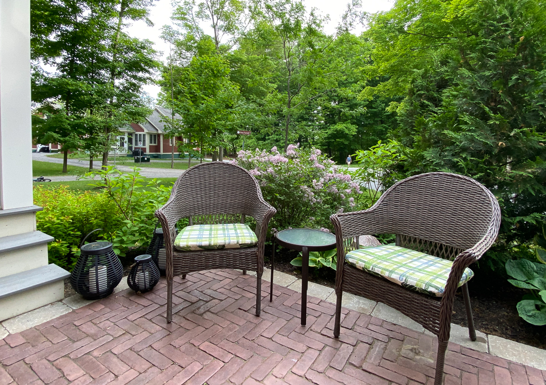 summer cottage decorating ideas, summer cottage decor, cottage patio decor, cottage patio furniture