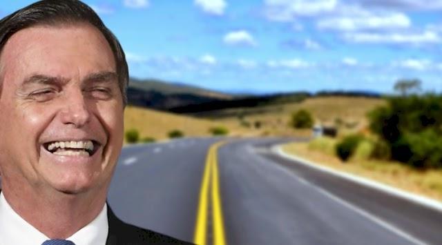 Bolsonaro celebra os mais de 1.000 km de rodovias asfaltadas ou iniciadas por sua gestão