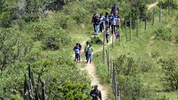 Alunos da Escola Municipal do Vinhateiro realizaram caminhada ecológica em alusão ao aniversário do Parque Natural da Mata Atlântica Aldeense
