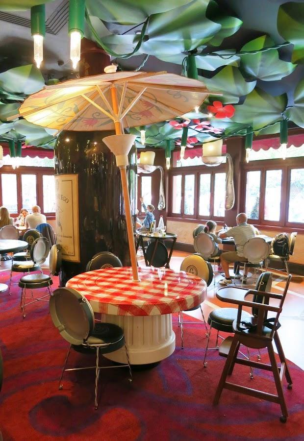 Restaurante Bistrot Che Rémy_mesas hechas con tapas de botes