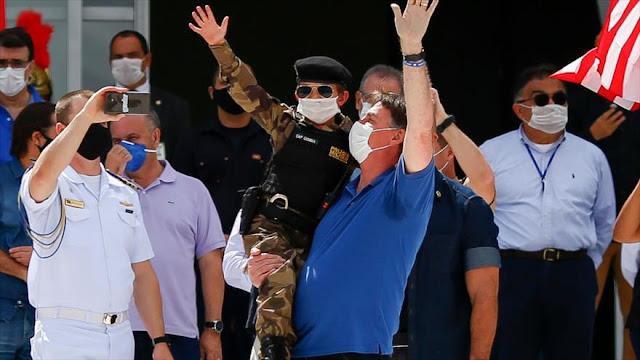 Bolsonaro participa en un acto desafiando la cuarentena en Brasil