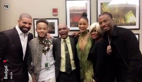 Drake-meets-Rihanna's-relatives-at-2016-MTV-Video-Awards-(Photos)