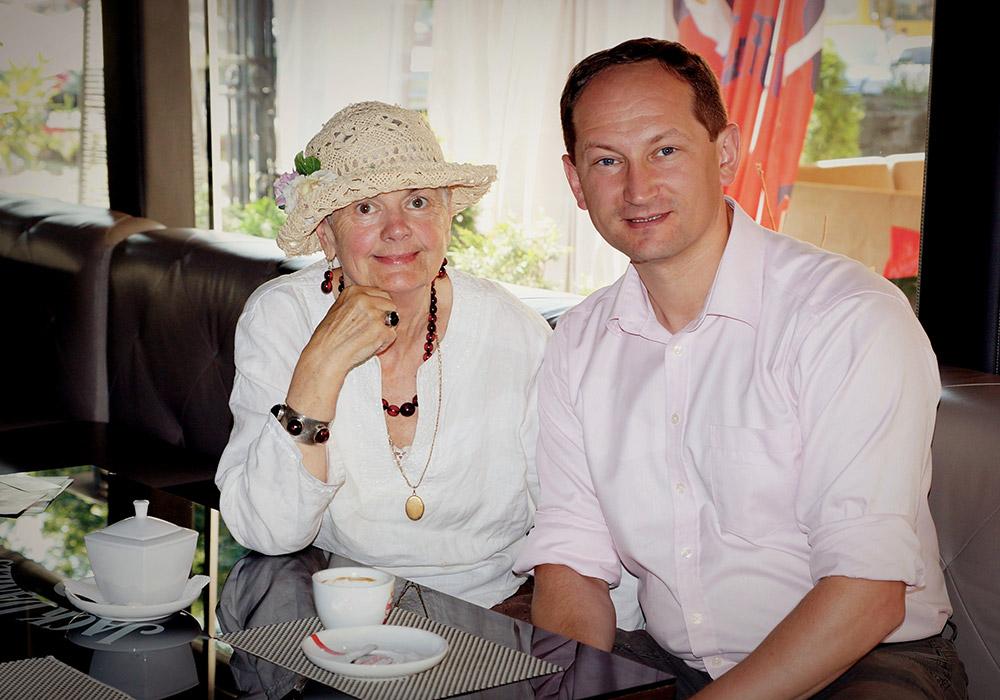 Останній раз на каві у Львові. На шиї у Лесі Гонгадзе – медальйон із фотографією Георгія. 9 липня 2013 р.