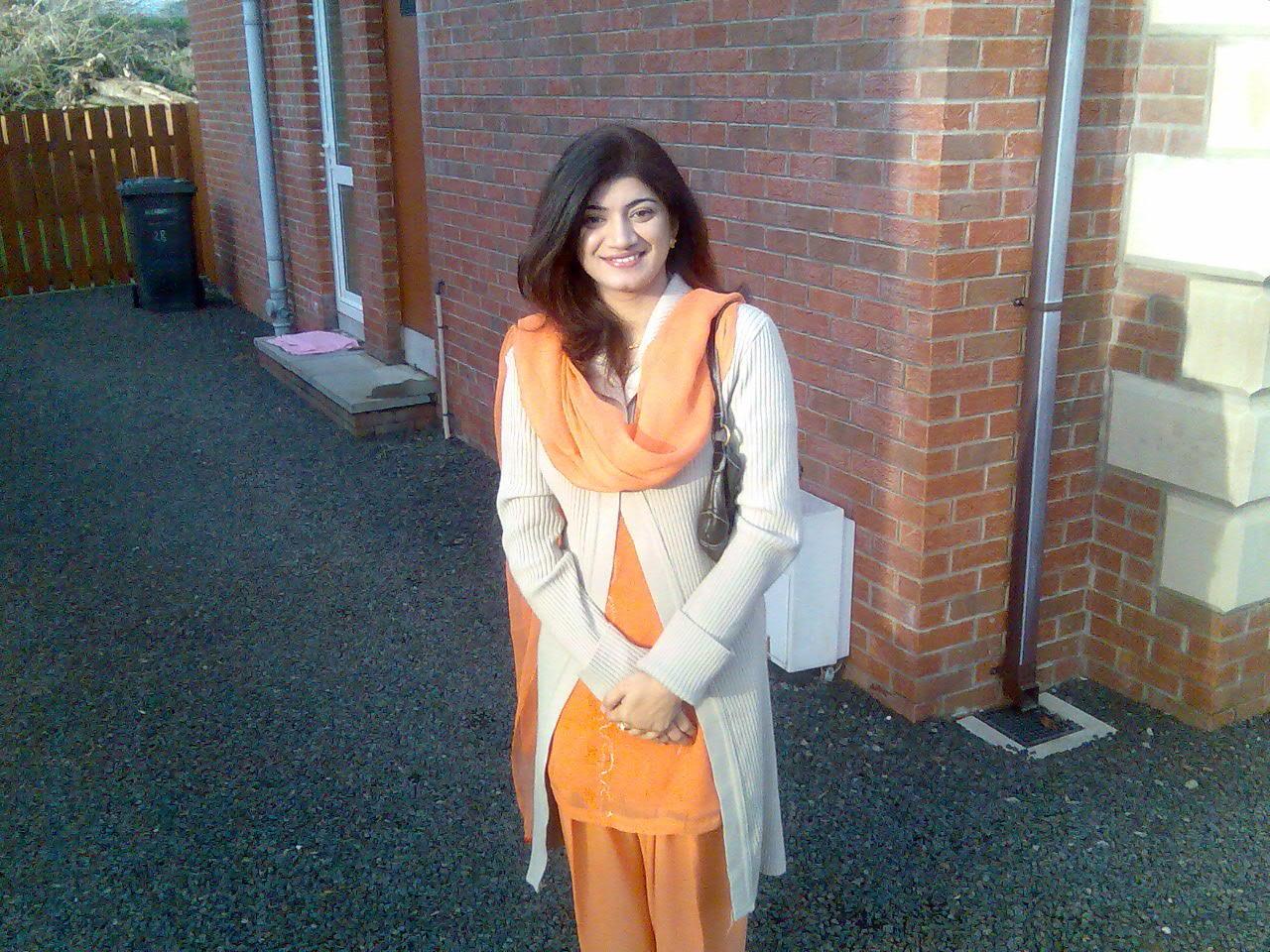 Desi Pakistani Girls In Hot Dresses