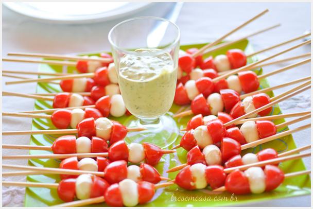 espetinho de salada caprese