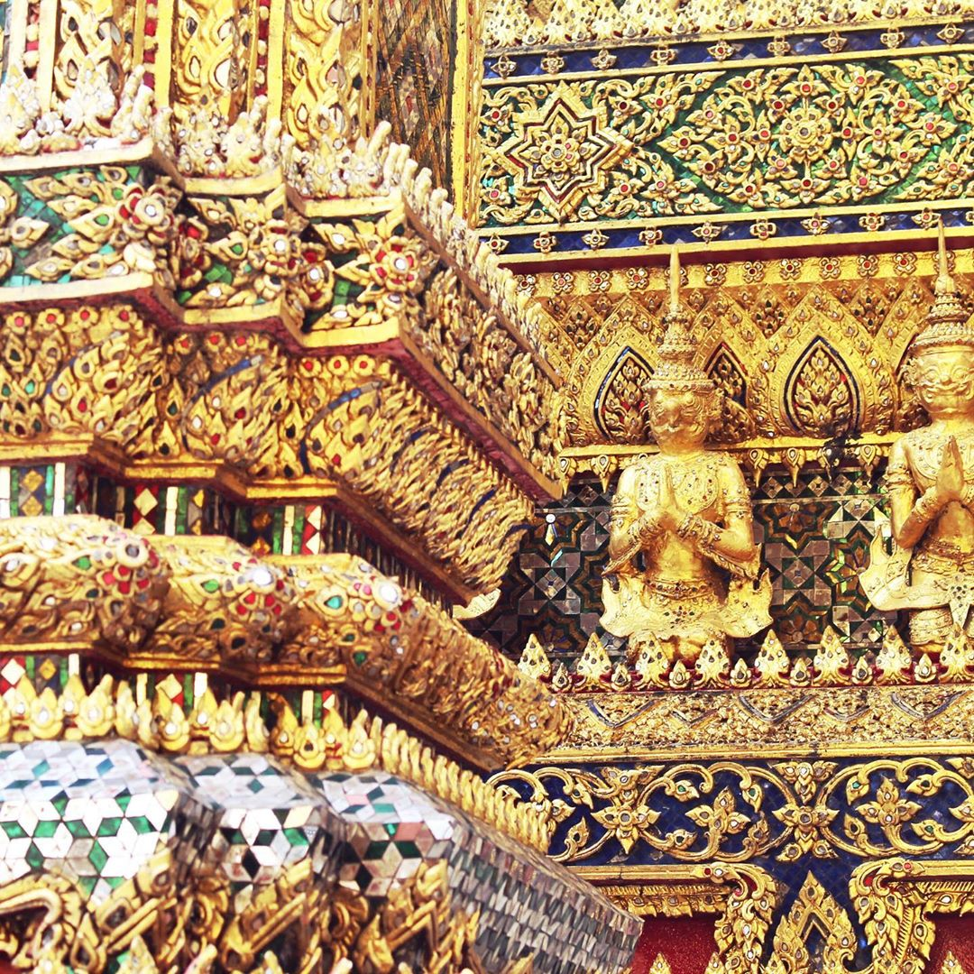 The magnificent, glittering gold Wat Phra Kaew, Bangkok Grand Palace, Thailand - travel & lifestyle blog