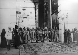 Η υποδοχή του Τσάρου από τον κλήρο της  Ιεράς Μονής της Αγίας Τριάδος στο Ντιβέγιεβο.