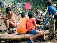 Kisah Perjuangan Butet Manurung, Si Pengajar Baca Tulis Anak Rimba