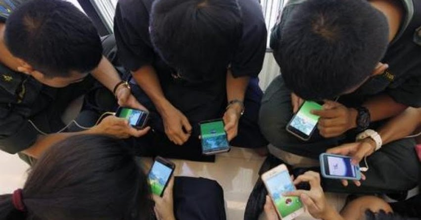 Francia aprueba ley que prohíbe teléfonos celulares en las escuelas
