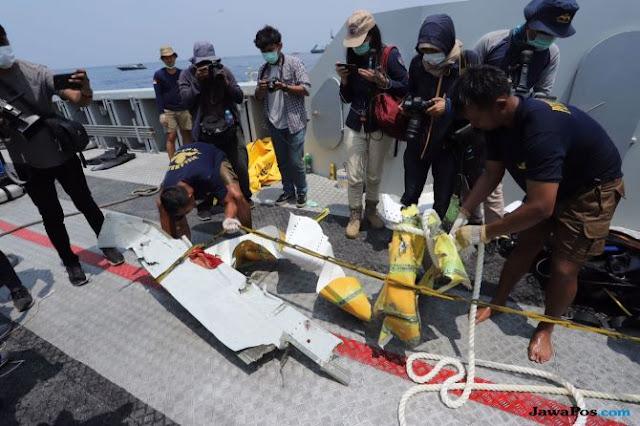Hari Ke-7 Pencarian: Roda Ditemukan, Badan Pesawat Masih Nihil