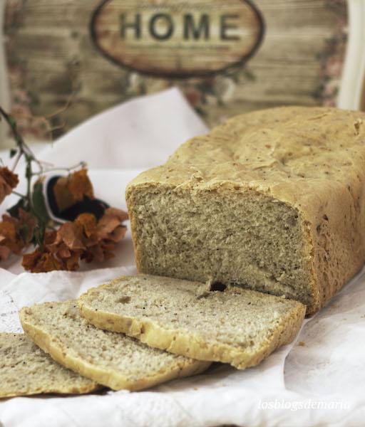 Pan de ajos y semillas en panificadora