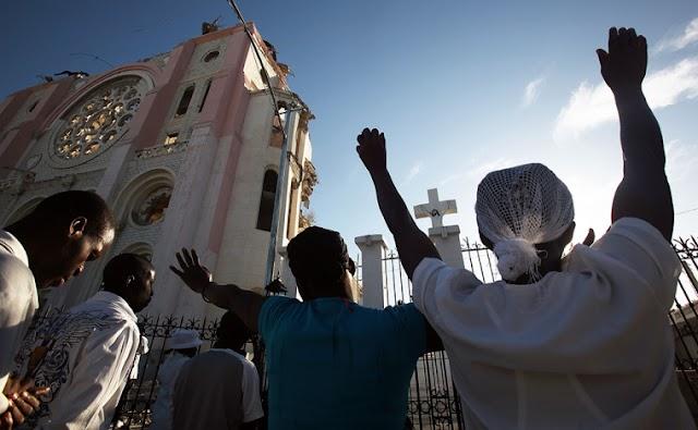 Polícia dispara gás lacrimogêneo contra cristãos no Haiti