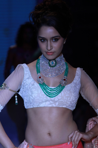 Shraddha Kapoor's sexy figure + other HQ pics