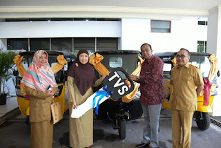 Wagub NTB Terima Tiga Unit Kendaraan Roda Tiga, CSR  Dari PT TVS