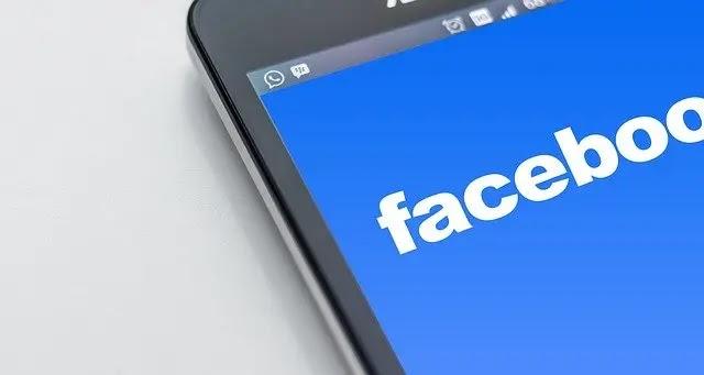 هل يستهلك الفيسبوك البطارية؟