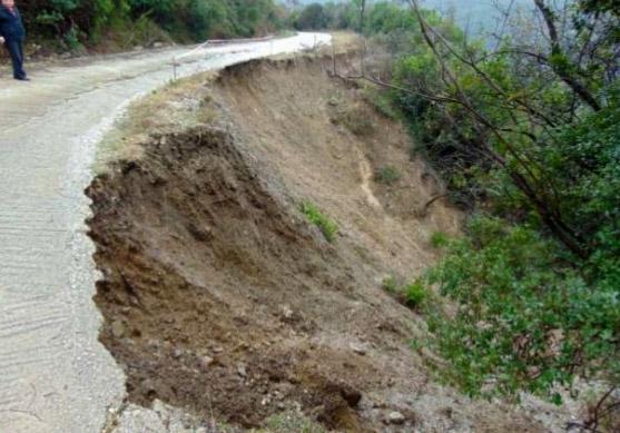 Θεσπρωτία: Στην απομονωμένη Μουργκάνα διορθώνεται τμήμα του οδικού δικτύου...