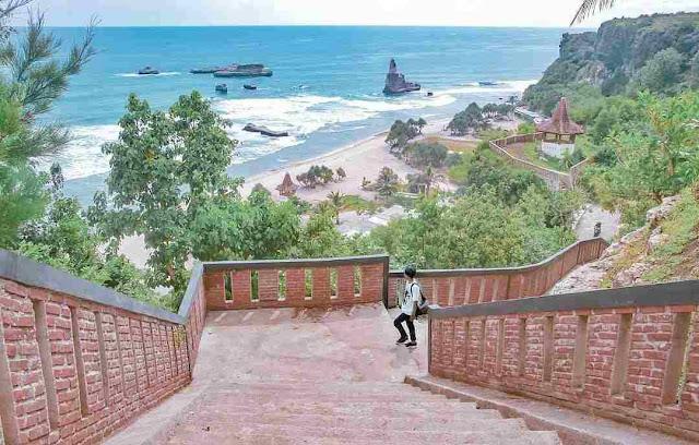 Pantai Buyutan Pacitan: Lokasi, Rute, dan Harga Tiket