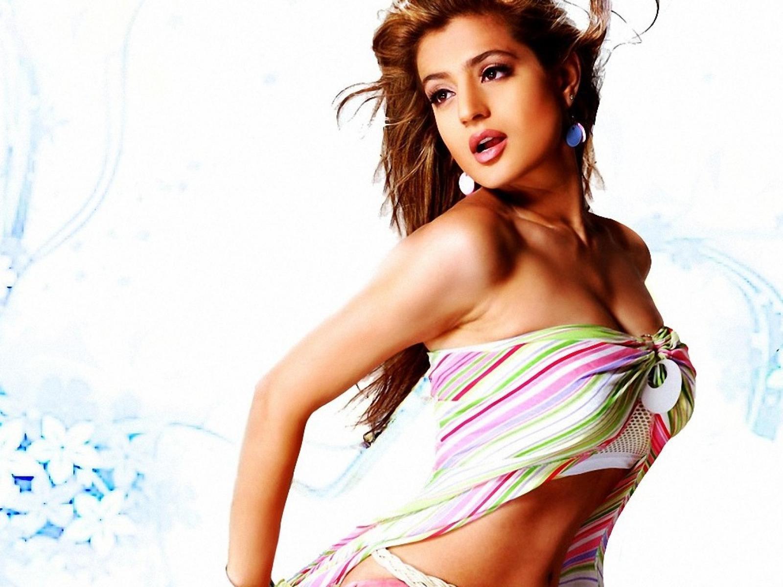 Amisha Patel Photo Sexy
