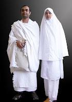 İhram giymiş erkek ve kadın eş