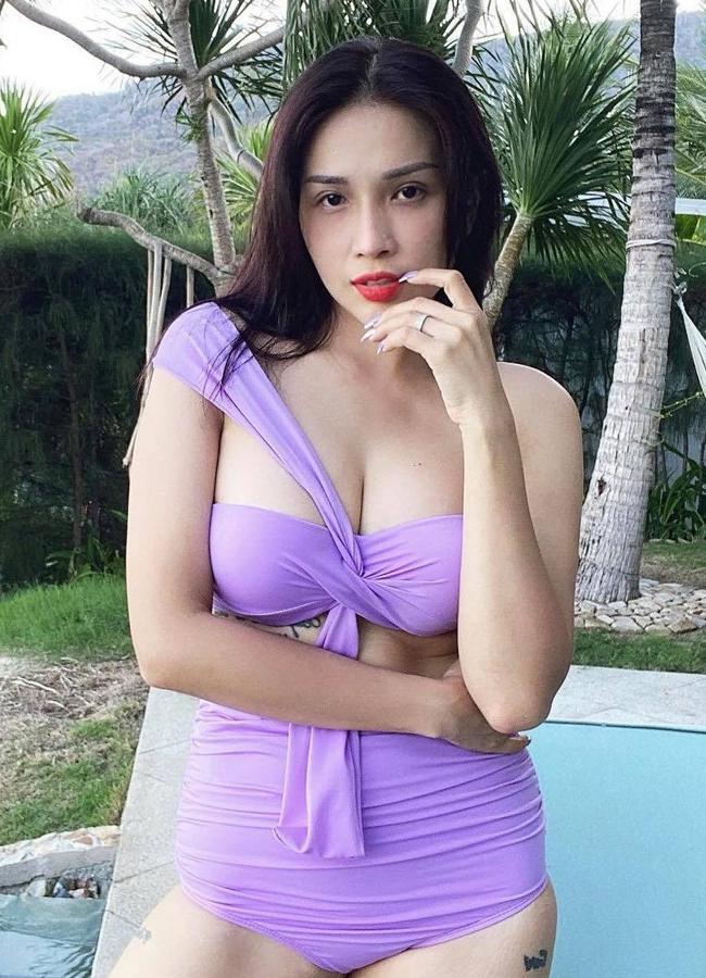 'Nữ đại gia Hậu Giang', 'hot girl tỷ phú Long An' chuộng váy áo tôn vòng 1 đẹp trời ban
