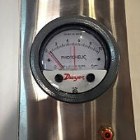 đồng hồ đo chênh lệch áp suất trong phòng sạch