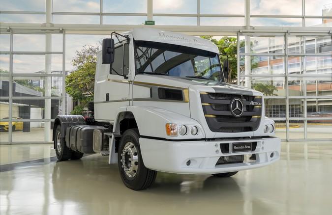 Mercedes-Benz lança série especial de despedida da linha Atron 1635