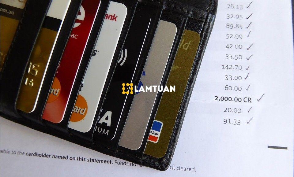 Sử dụng thẻ tín dụng hợp lý để không bị nợ ngân hàng.