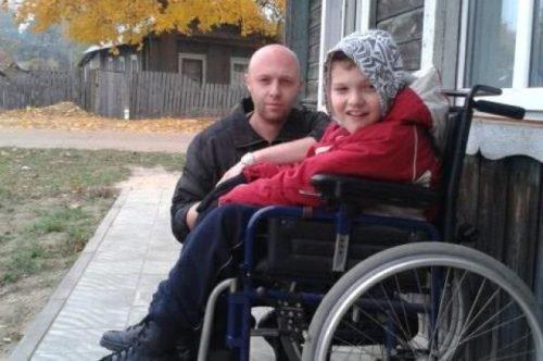 Мать отдала сына инвалида в интернат, но отец не оставил мальчика и теперь воспитывает ребенка сам!