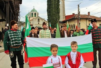 """Над 500 жители на община Тетевен се събраха на пл. ,,Сава Младенов"""", за да отбележат 142 години от освобождението на България"""