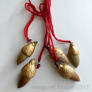 https://webloomhere.blogspot.com/2017/12/tutorial-acorn-necklace.html