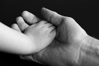 KULIT KERING - 7 Manfaat Baby Oil Untuk Wajah Dan Kesehatan Tubuh