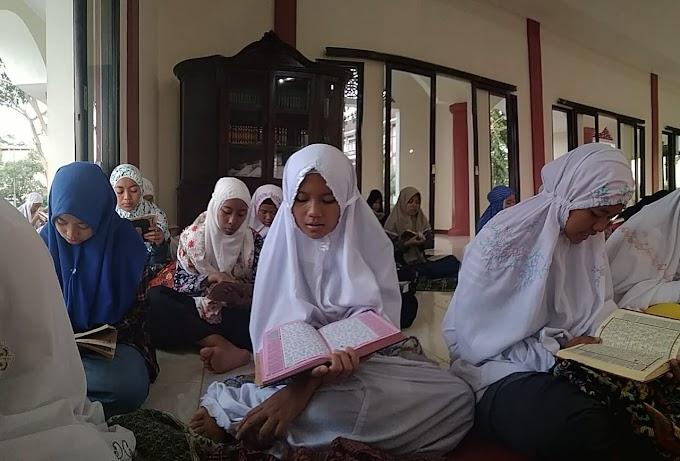 Santri Mahad IPMAFA Doa Bersama Untuk Korban Gempa Donggala dan Palu