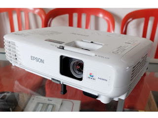 Proyektor Epson EB-S300 second di Malang