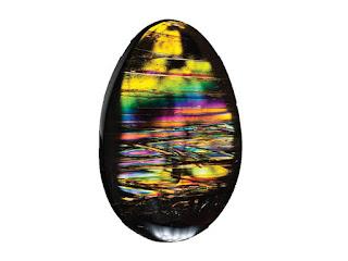 ejemplar de obsidiana de fuego con reflejos iridiscentes multicolores