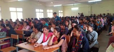 शासकीय स्नातकोत्तर महाविद्यालय में हर्षोल्लास के साथ मनाया गया संविधान दिवस | Shivpuri News