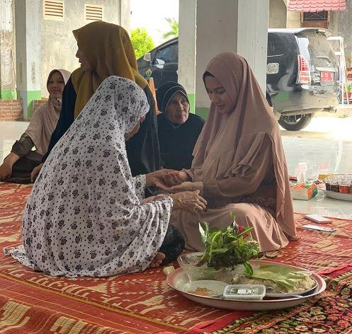 khanzana gadis thailand masuk islam dan mengucap dua kalimat syahadat