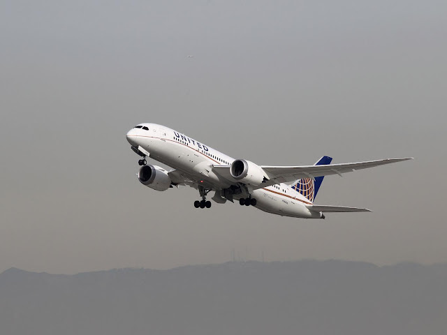 В США пассажирка на ходу выпрыгнула из самолета