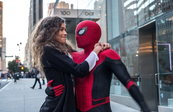 Zendaya y Tom Holland como M. J. y Spider-Man