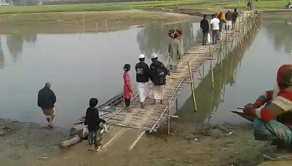 রৌমারীতে ব্রীজের অভাবে ১০ গ্রামের মানুষের চরম দুর্ভোগ
