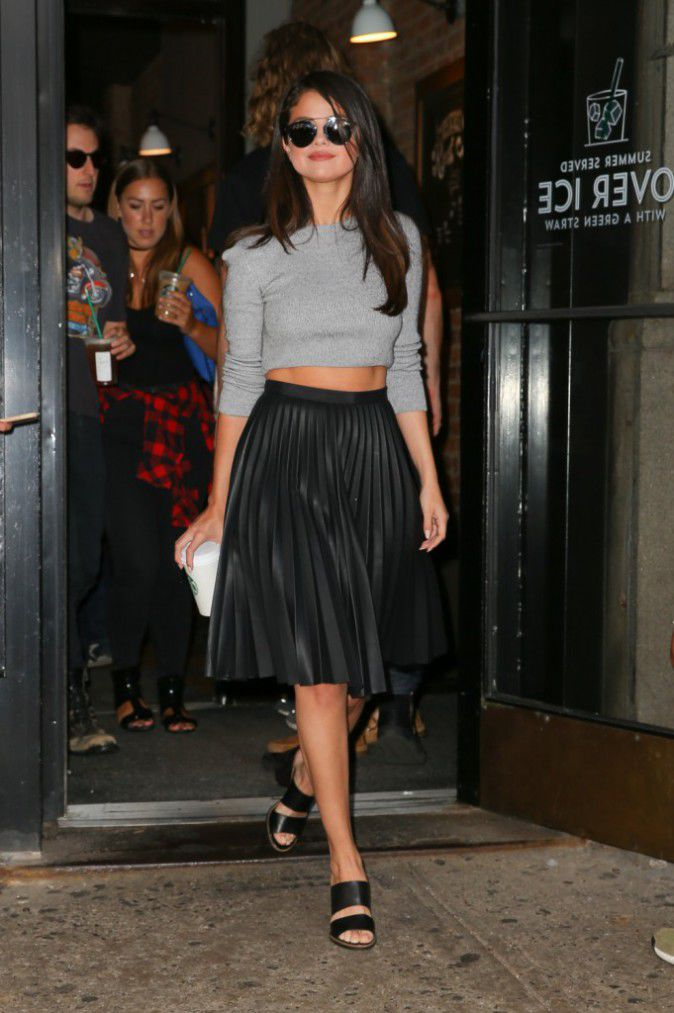 Celebrity Street Style Selena Gomez pushed the temperature in New York