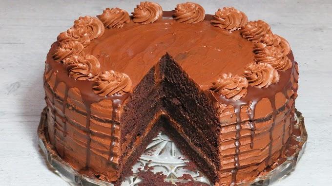 Tort de Ciocolată cu Blat Umed