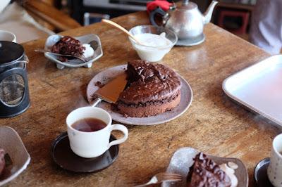 喫茶ひとつ石で使う器の打ち合わせ後のランチ ケーキ