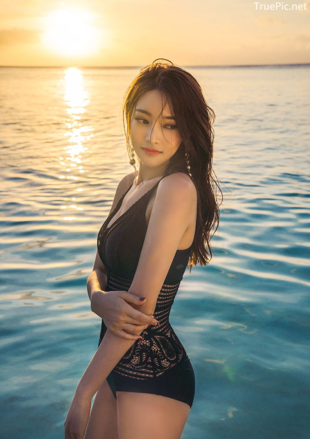 Park Jeong Yoon - Can't Help Falling - Korean swimsuit and model - Picture 1