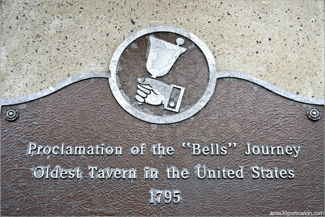 Placa en la Fachada de Bell In Hand Tavern, Boston