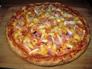 Classic Hawaiian Pizza, crowd pleasing recipes, Friday night is pizza night