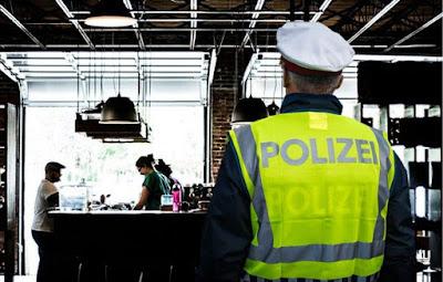 النمسا,وزارة,الصحة,تسمح,لعناصر,الشرطة,بتغريم,من,لا,يلتزم,بشروط,كورونا,الثلاثة