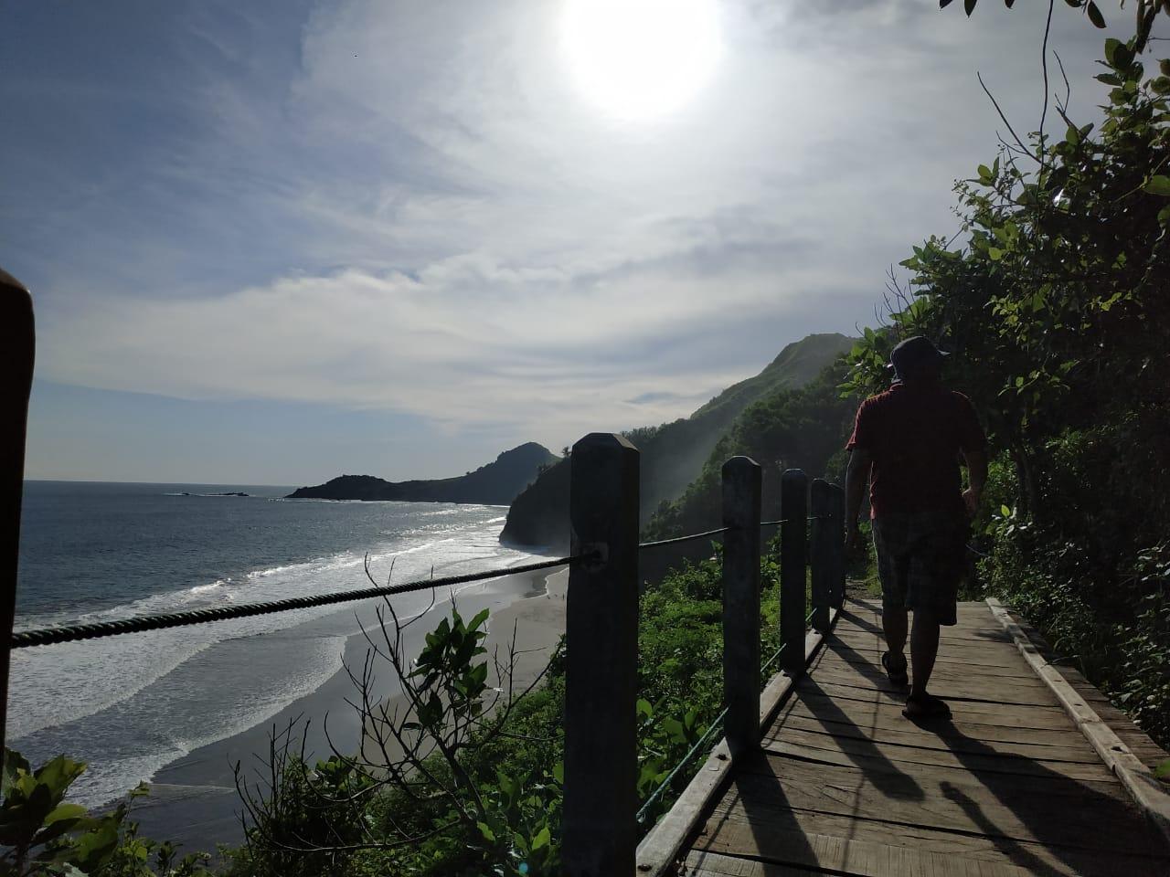 Pantai Surumanis Kebumen yang Bisa Memberikan Momen Manis