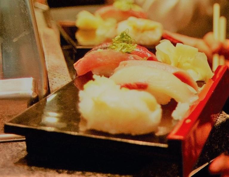 Làm sushi nigiri
